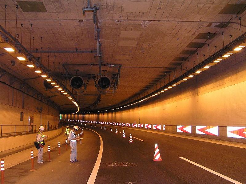 高速道路上(トンネル)点検状況